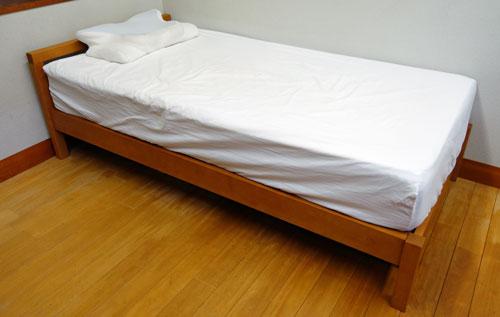 ベッドカバー取り付け