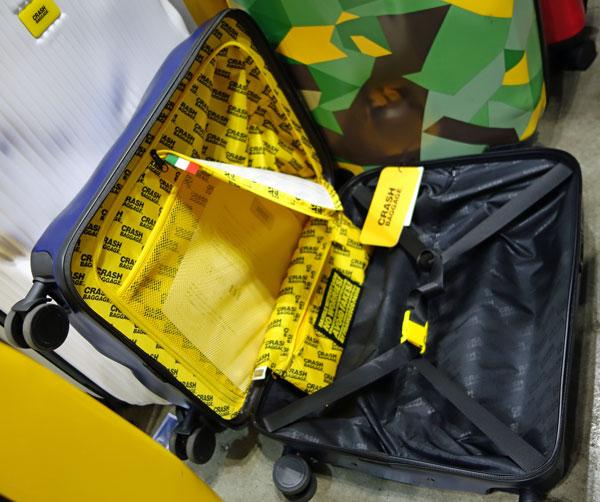 クラッシュバゲージのスーツケース